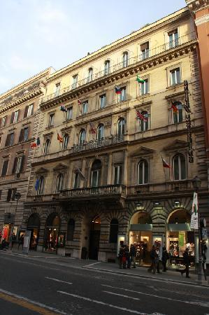 Hotel Artemide: Outside fasade of the Artemide Hotel