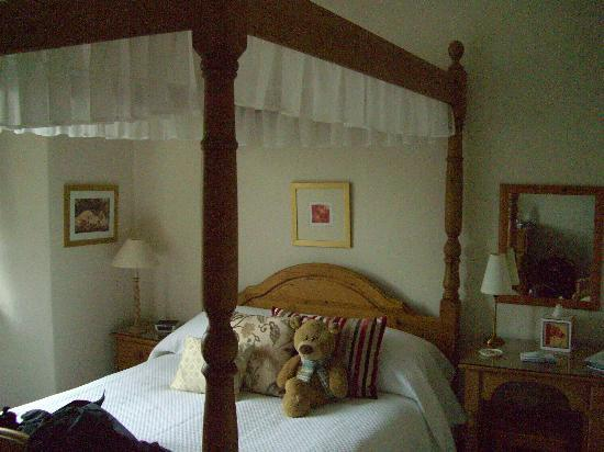 Denehurst Guest House: the four poster room