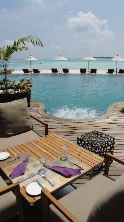 Anantara Kihavah Maldives Villas : main pool has jaccuzzis