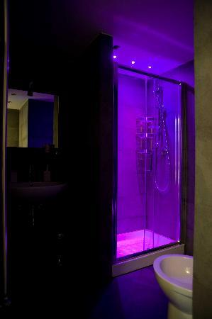 bb white bagno privato in superior white con cromoterapia a led