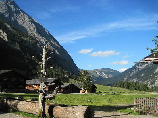 Hinterriss, Austria: Blick in den großen Ahornboden