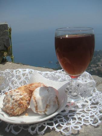 Castelmola, Italie : Vino alla Mandorla Il Blandanino Antico Caffè San Giorgio