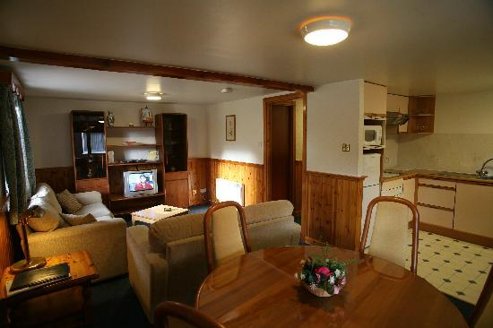 High Range Self-catering Chalets: CRAIGELLACHIE - Lounge and Kitchen