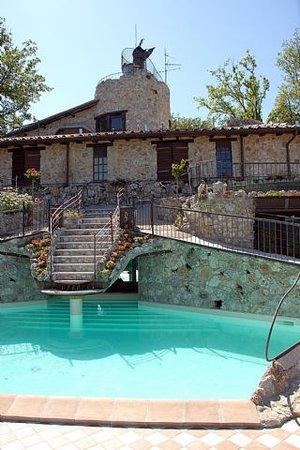 Castel dell'Aquila, Italy: voloresort: la picsine