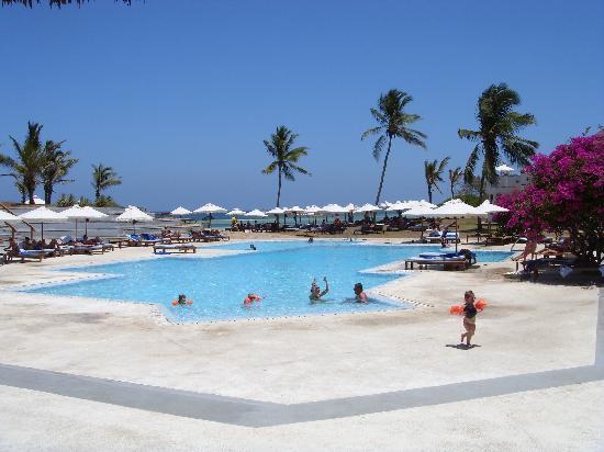 Garoda Resort : piscina.