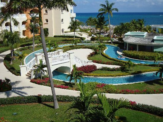 Iberostar Rose Hall Suites: Lush Gardens