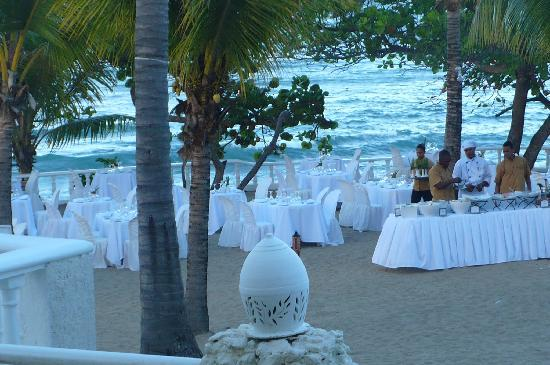 The Tropical at Lifestyle Holidays Vacation Resort: Candlelight dinner at Blue Lagoon restaurant