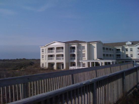 Hampton Inn & Suites Outer Banks / Corolla: view from beach to hotel