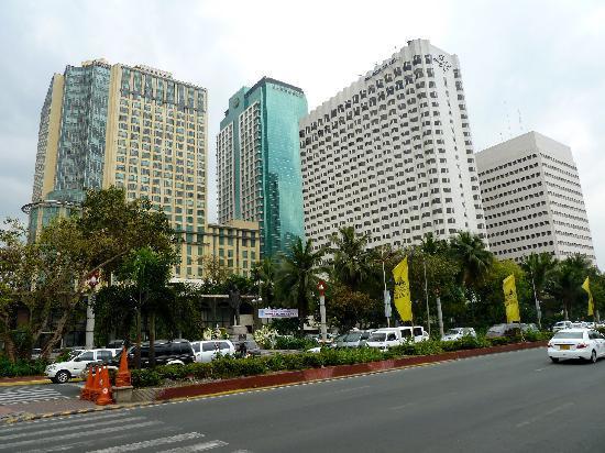 Diamond Hotel Philippines Das Vordergrund Steht Gleich Neben Dem Hyatt