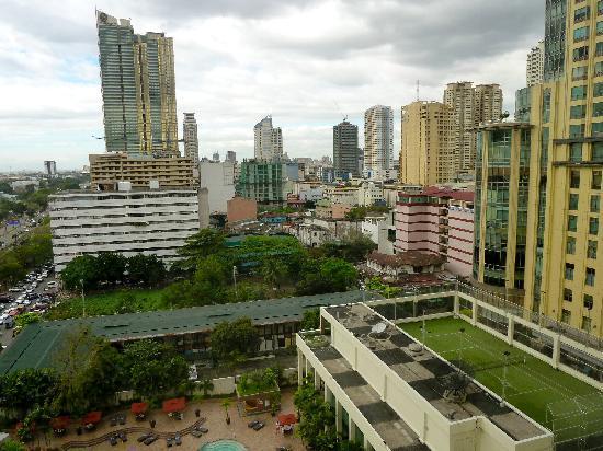 Diamond Hotel Philippines: Blich Richtung Manila