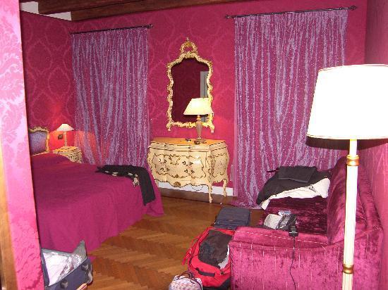 Chambre Rouge La Nuit Picture Of B B Bloom Venice Venice