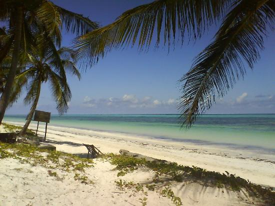 Sunrise Guest House Hotel: beach