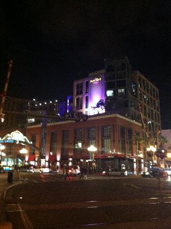 Hard Rock Hotel San Diego: Hard Rock Hotel at night