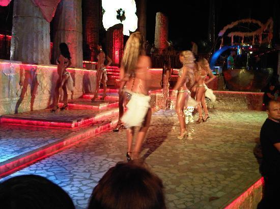 """Odessa, Ukraine: Show in der Disko """"Ithaka"""""""