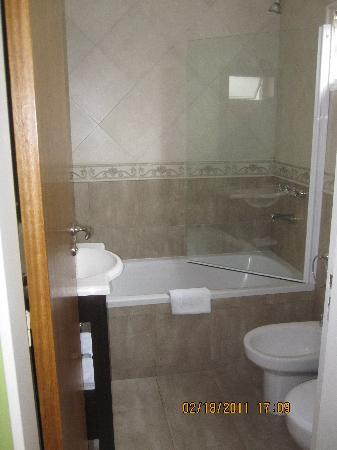Hotel Presidente Peron: bathrooms are remodeld