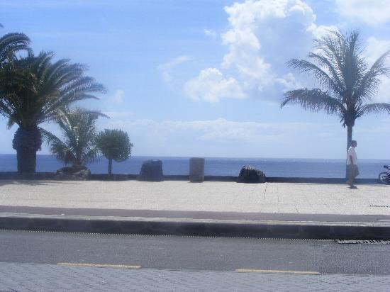 Cinco Plazas: view from tequila bar onto beach