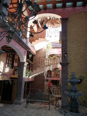 โปซาด้า เดอ ลาสฟลอเรส โลเรโต โฮเต็ล: Stairs