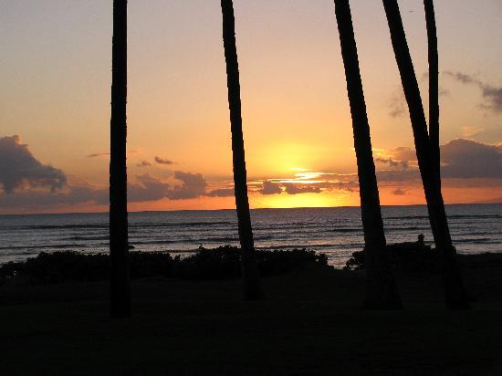 Hale Kai O'kihei: Sunset out the front window