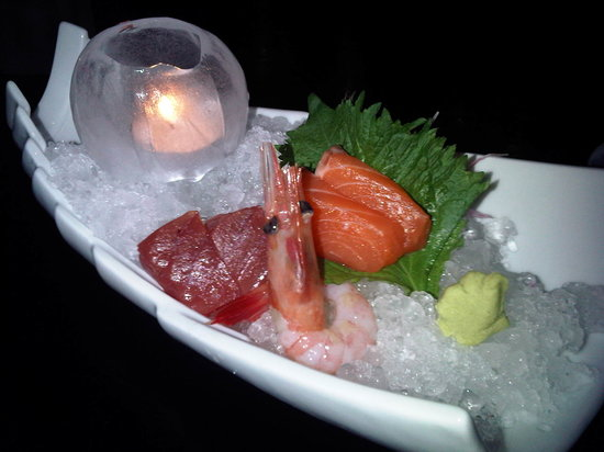Shintori: Sashimi on a bed of ice