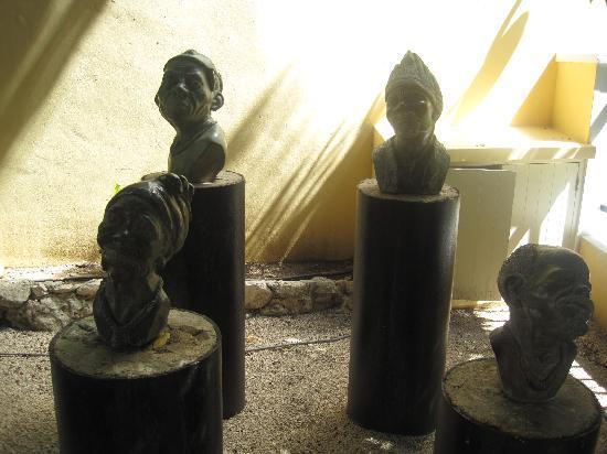 Kura Hulanda Museum: statues