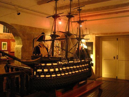 Kura Hulanda Museum: slaveship replica