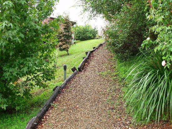 Rosebrook Cottages: Path to Cottage #3