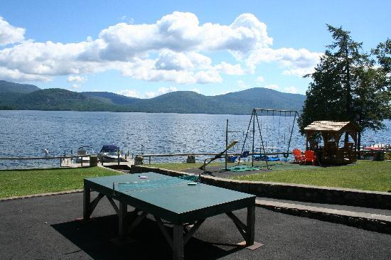 ‪‪Candlelight Cottages LLC on Lake George‬: View from common area near lake‬