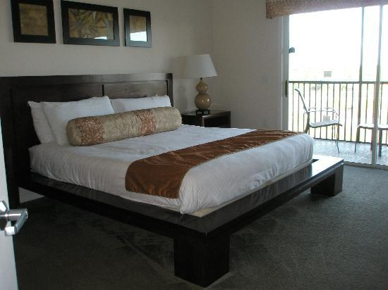 Palisades Resort: master bedroom