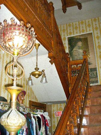 DeFeo's Manor B&B: First floor carved Oak staircase / Antique electrfied Post Gas lamp / Vintage 1912 Poster