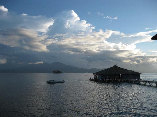 Gizo, Kepulauan Solomon: Evening view of the restaurant
