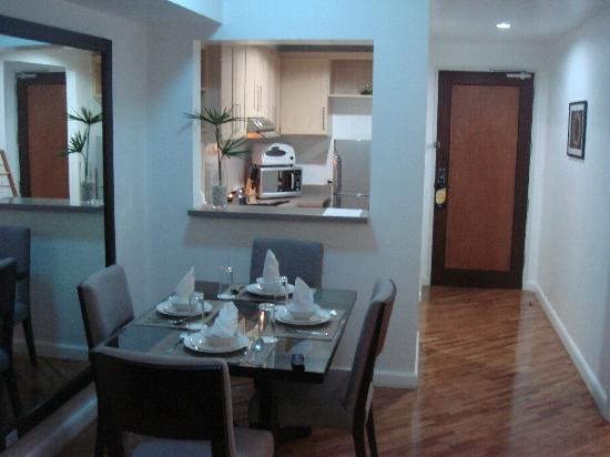 Joya Lofts & Towers: 1 Bed unit - Dining/Kitchen area
