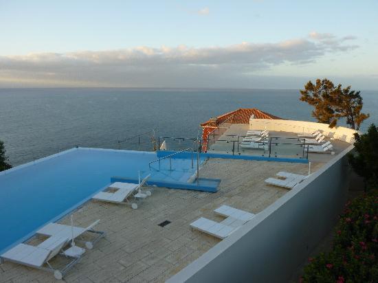 Estalagem Ponta do Sol: Blick aus dem Zimmer, Pool mit Meeresblick