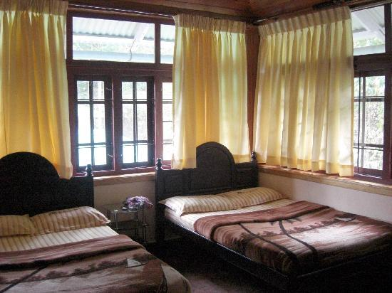 Pavithram Home Stay: Very large bedroom