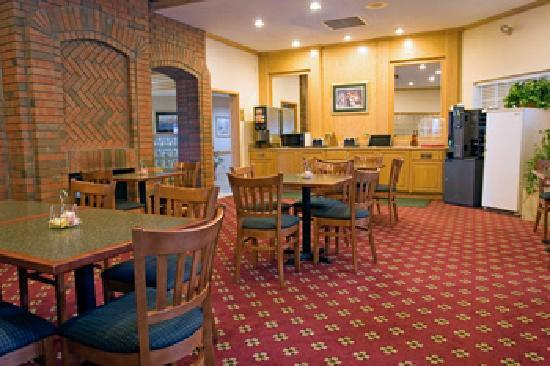 Best Western West Greenwich Inn: BW breakfast area