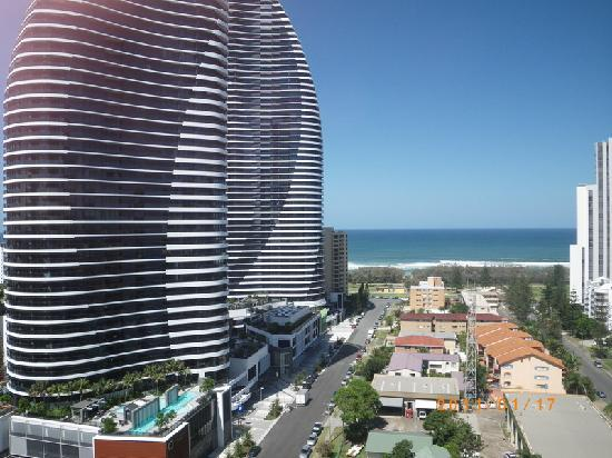 Charming Meriton Suites Broadbeach: Broadbeach: Meriton Serviced Apartments Gold  Coast   View From Room