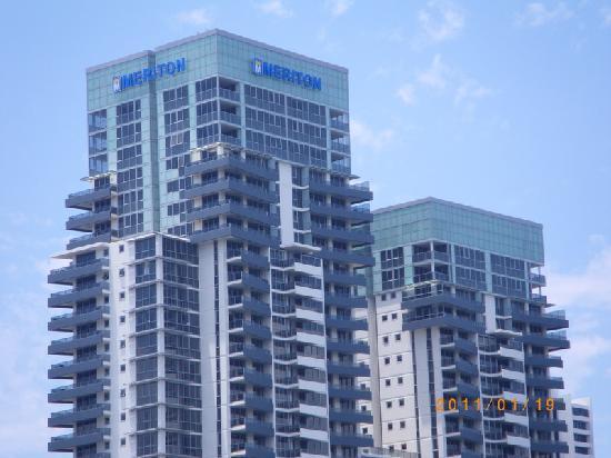 Meriton Suites Broadbeach: Broadbeach: Meriton Serviced Apartments Gold  Coast   Facade Of Building