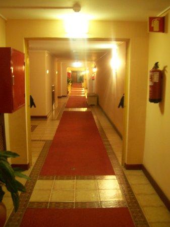 Hotel Sol e Mar: Hotel Corridor