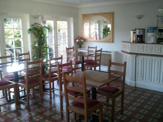 Balham Lodge: The dining area, light an bright