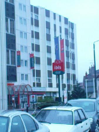 Ibis Dijon Gare : Outside