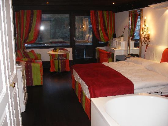 อัลเพนฮอฟ โฮเต็ล: Hotel bedroom