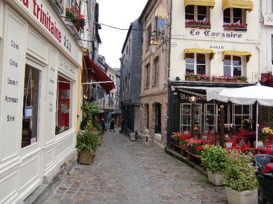 Honfleur, Frankrike: かわいい町並み