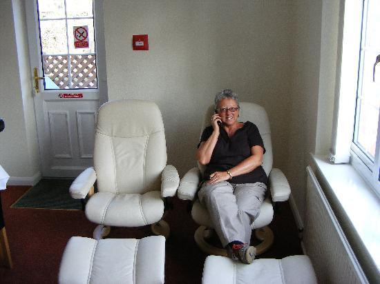 Cumberland House Gatwick: Comfortable Lounge Area
