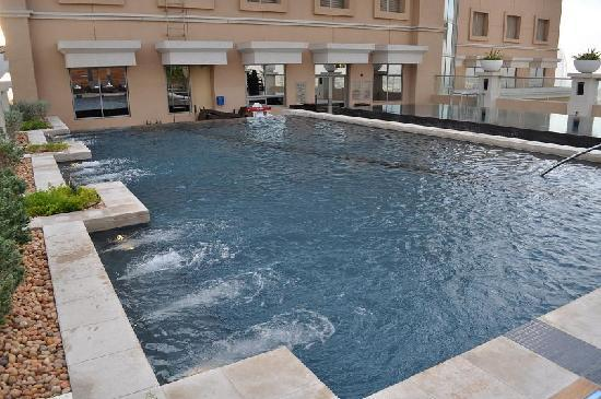 Sheraton Dubai Mall of the Emirates Hotel: Pools