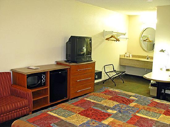 Motel 6 Dayton Englewood: King Micro-Fridge