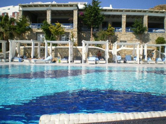 Mykonos Grand Hotel & Resort: Piscina
