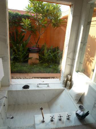 The Oberoi Rajvilas: Chambre - salle de bain