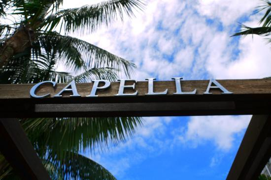 Capella Lodge: Upon entrance