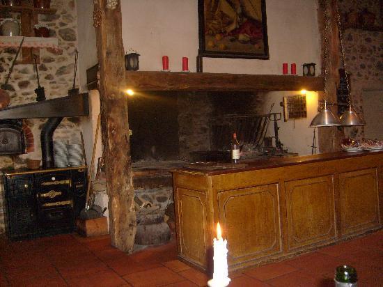 Saint-Girons, Francia: une partie de préparations se font en salle