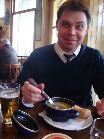 Cafe de Oude Wester: Green Pea soup & Amstel beer