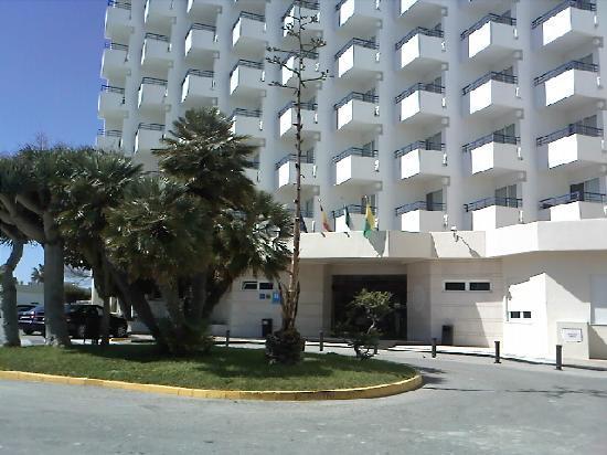 Hotel Puertobahía & Spa: entrada del hotel